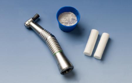 Vi benytter også maskiner for å fjerne misfargning på tennene.